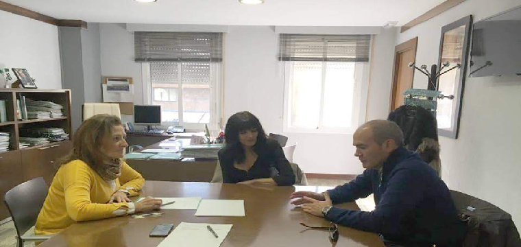 Mª Ángeles Fernández Ferreiro delegada en Sevilla de la Consejería de Salud de la Junta de Andalucía - Foto Ayunt de Huévar