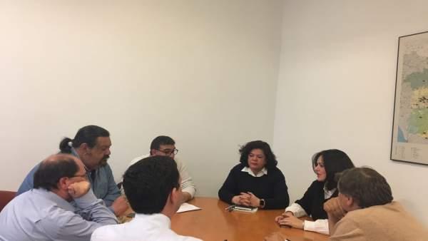 PP de Sevilla y el comité de trabajadores municipales de Huévar se reúnen PP SEVILLA Ver más en: https://www.20minutos.es/noticia/3268113/0/pp-muestra-su-preocupacion-por-plantilla-municipal-huevar-pide-actuaciones-junta-diputacion/#xtor=AD-15&xts=467263