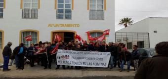 """La plantilla municipal de Huévar celebra su primera jornada de huelga con un seguimiento """"del 90 por ciento"""""""