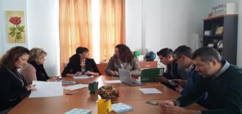 La Junta se reúne con la alcaldesa de Huévar, señala sus inversiones y pide al Estado que ayude al Consistorio