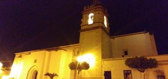HUEVAR –  El campanario iluminado como signo visible de la Consagración de Nuestra parroquia