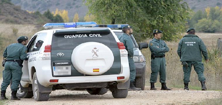 Varios agentes de la Guardia Civil. / El Correo