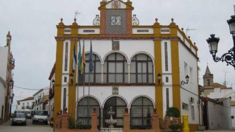 huevar-ayuntamiento-ere-kUwH--1240x698@abc