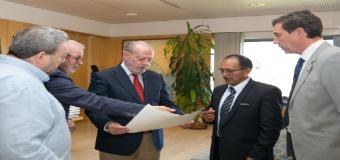 La Diputación de Sevilla y el Ayuntamiento de Pilas estudian colaborar en la reparación de una represa peruana