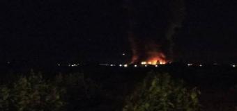 Un incendio arrasa la panificadora de Mercadona en Puzol