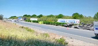 Activado el plan de emergencia tras volcar un camión con sulfato férrico en la A-49 en Huévar de Aljarafe (Sevilla)