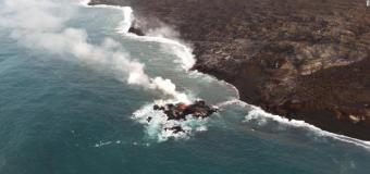 La lava del volcán de Hawai ha creado una pequeña isla nueva frente a su costa