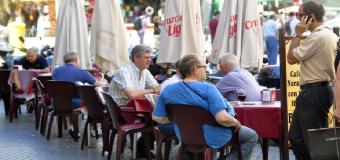 La Junta abre la puerta a que los bares pongan música en sus terrazas