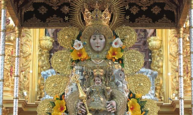 La Virgen del Rocío espera en su paso