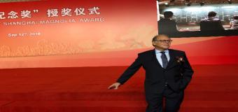 El médico sevillano Fernando Arenzana Seisdedos recibe el premio Magnolia de Plata de Shangai