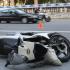 Una moto accidentada cerca de la plaza de Tetuan. / GUILLEM SÀNCHEZ / ACN