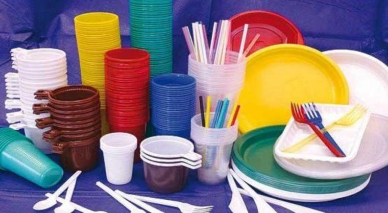LOS 10 PLÁSTICOS A LOS QUE LA UE HA DECLARADO LA GUERRA A partir de 2021 serán prohibidos los plásticos de un solo uso para los que existen alternativas Redacción - lunes 12 noviembre, 2018 - 11:09
