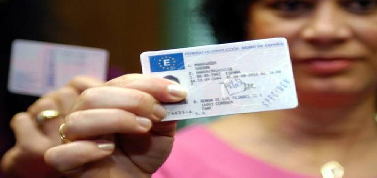Nuevas posibilidades para el carnet de conducir. / OLGA LABRADOR / EFE