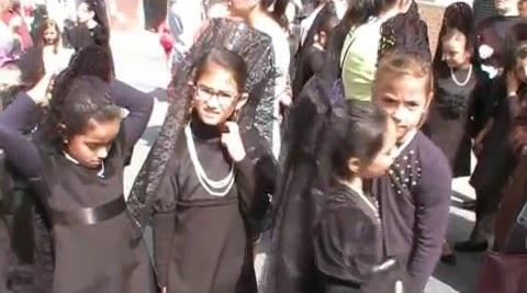 Momento de la bonita procesión infantil de Huévar del Aljarafe