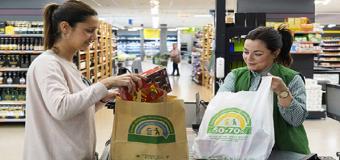 Mercadona desde hoy lunes solo ofrece bolsas de papel o plástico reciclado