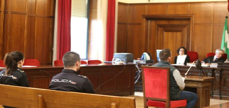 El acusado de matar a una mujer en Pilas ante el Tribunal del Jurado / BELÉN VARGAS