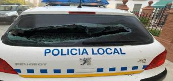 Destrozan los dos coches de la Policía Local de Huévar del Aljarafe