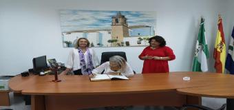 Doña Patricia del Pozo Fernández, Consejera de Cultura y Patrimonio Histórico visita Huévar