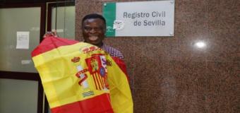 Howard, el vendedor callejero de pañuelos de Sevilla, ya tiene la nacionalidad española