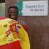 Howard , en la puerta del Registro Civil tras el acto de juramento a la nacionalidad española - Raúl Doblado