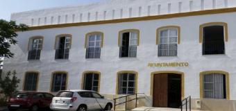 La alcaldesa de Huévar denuncia que han entrado en el Ayuntamiento forzando la puerta de entrada
