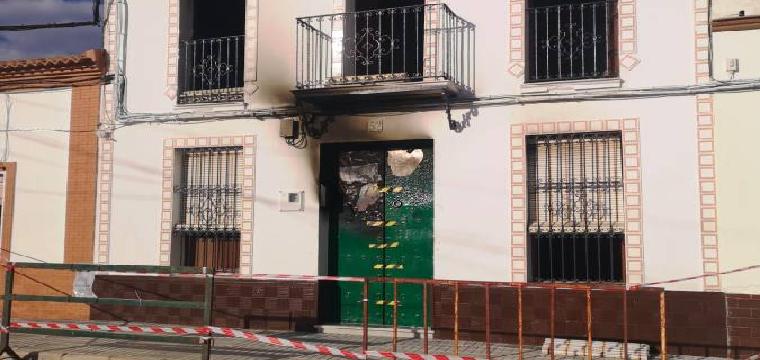 Estado en el que ha quedado la vivienda en la avenida Reyes de España. Foto: A.Z.