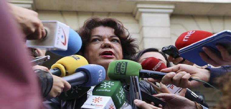 La alcaldesa de Huévar del Aljarafe, María Eugenia Moreno, atiende a los medios de comunicación - Rocío Ruz