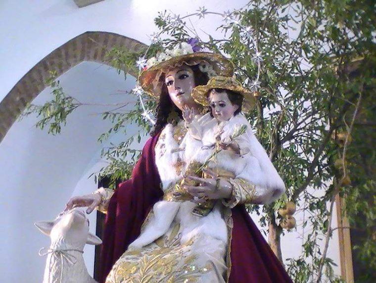 La Virgen de Pastora para su RomeríaFoto de archivo Mbejaroldan