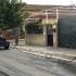 Un operario municipal realiza tareas de desinfección en una calle de Tomares