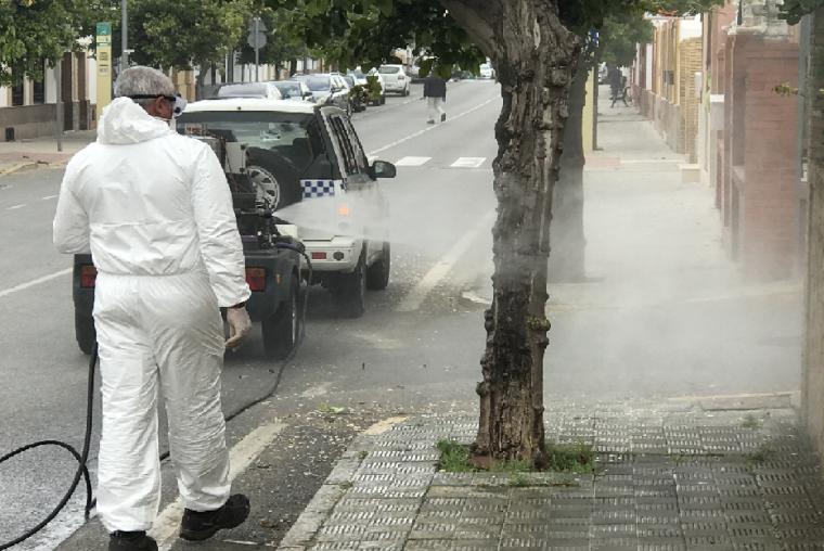 Fumigación por las calles de Huévar - Archivo-