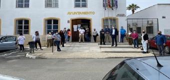 Urba Guadial – Reunión vecinal ante el Ayuntamiento