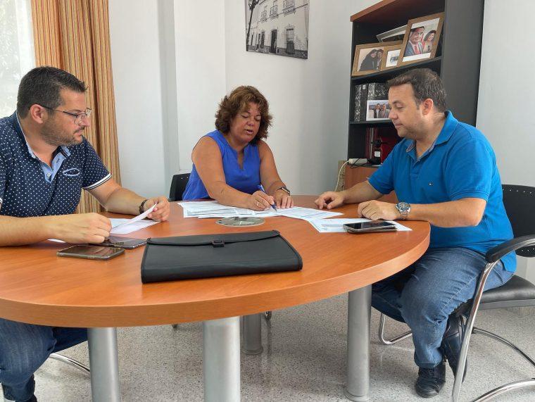 La Alcaldesa María Eugenia Moreno junto con miembros de su Equipo de Gobierno